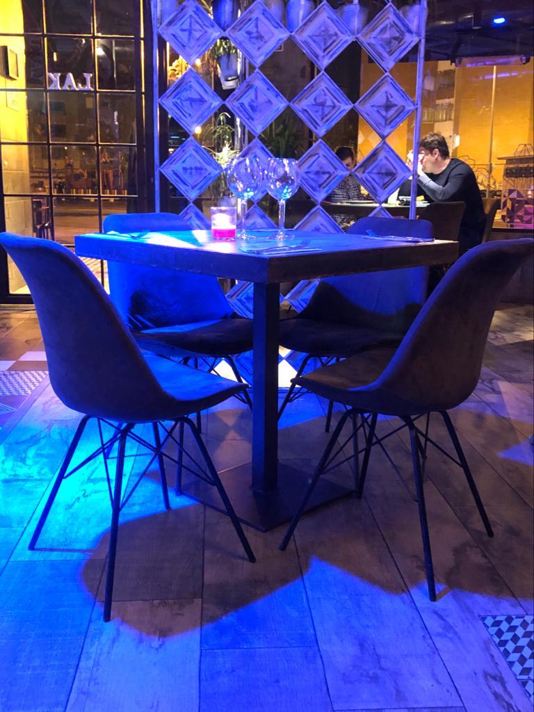 silla y mesa minimal